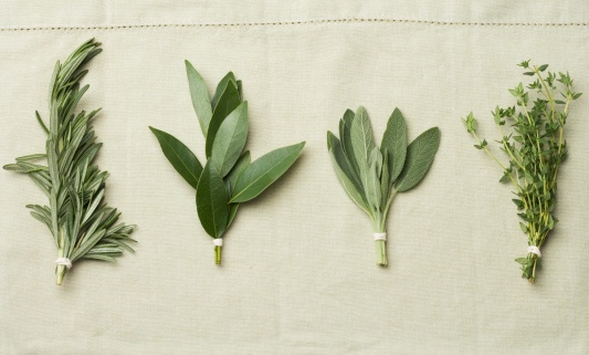 Bay Leaf「Bundles of herbs on cloth」:スマホ壁紙(7)