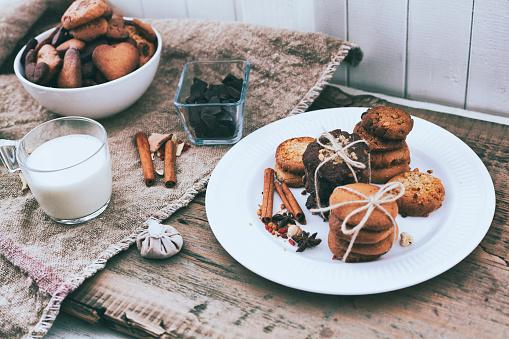 Sweet Food「Bundles of cookies tied with string on plate near ingredients」:スマホ壁紙(3)