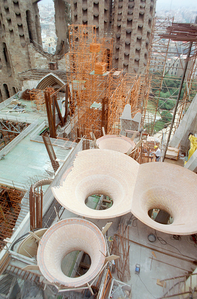 Spiral「Sagrada Familia, Barcelona. Dish shaped curved form skylights in the roof space of the main cathedral nave built with a hand placed spiral tiling traditional in Barcelona and Catalonia」:写真・画像(11)[壁紙.com]