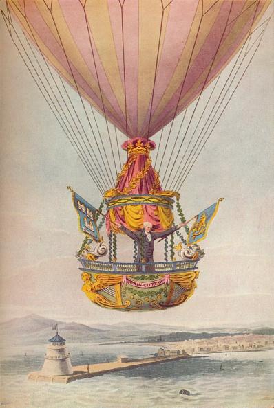 気球「'Sadler over the Lighthouse, Dublin', 19th century. Artist: Robert Havell.」:写真・画像(9)[壁紙.com]