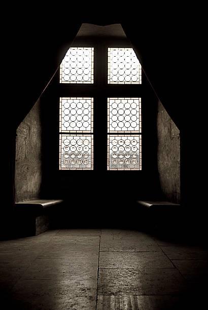 Dark Stone Room in Church:スマホ壁紙(壁紙.com)