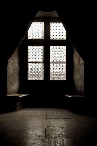 Trapped「Dark Stone Room in Church」:スマホ壁紙(19)