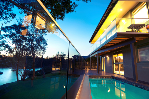 Coastal Feature「Waterfront house with swimming pool」:スマホ壁紙(19)