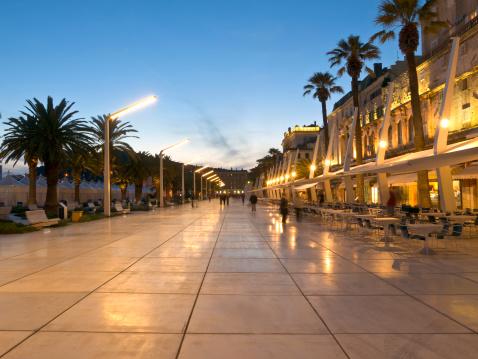 Pedestrian Zone「Waterfront Cafe District in Split, Croatia」:スマホ壁紙(14)