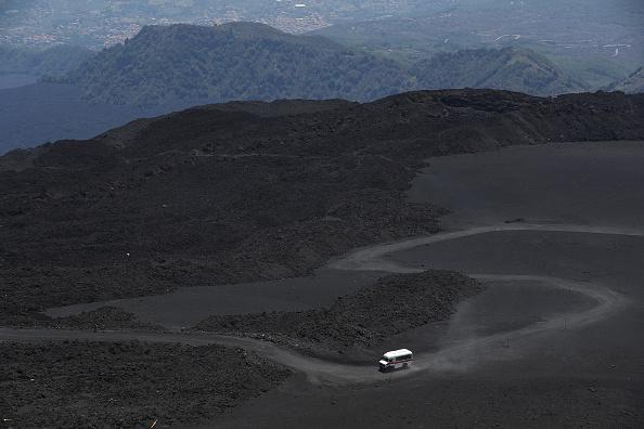 Active Volcano「Travel Destination: The Simmering Volcano Of Mount Etna」:写真・画像(14)[壁紙.com]