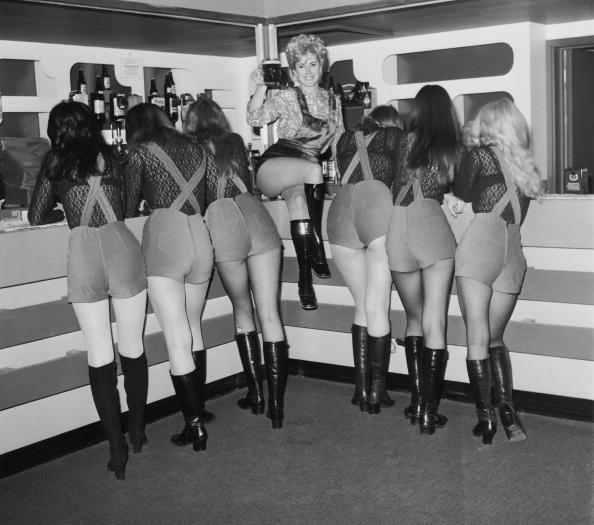 Bar - Drink Establishment「Barmaids In Boots」:写真・画像(4)[壁紙.com]