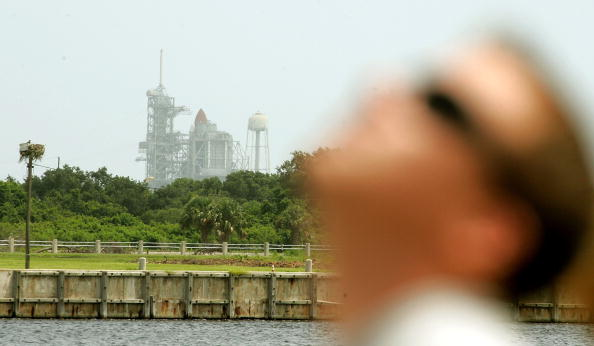Focus On Background「NASA Prepares For Space Shuttle Discovery's Launch」:写真・画像(17)[壁紙.com]