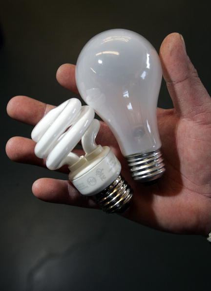 Light Bulb「California Lawmaker Considers Bill Banning Conventional Light Bulbs」:写真・画像(9)[壁紙.com]