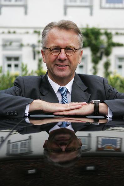 ダイムラーAG「Smart Chairman Ulrich Walker Holds Press Conference」:写真・画像(3)[壁紙.com]