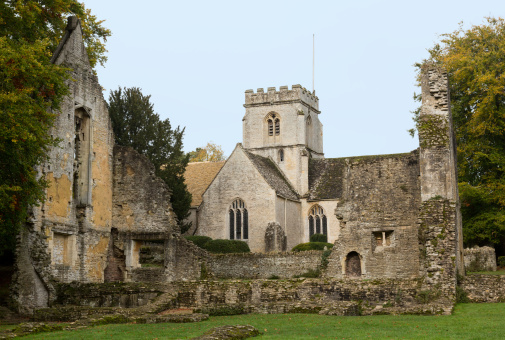 Abbey - Monastery「Minster Lovell in Cotswold district of England」:スマホ壁紙(3)