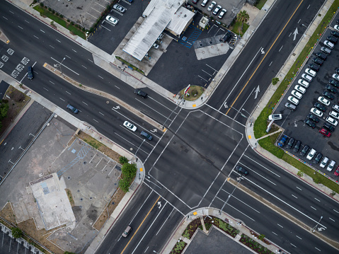 City Of Los Angeles「Aerial flying over streets crossing Los Angeles, CA」:スマホ壁紙(0)