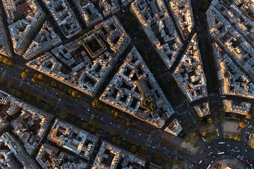 Arc de Triomphe - Paris「Aerial flying over buildings looking directly down, Paris France」:スマホ壁紙(18)