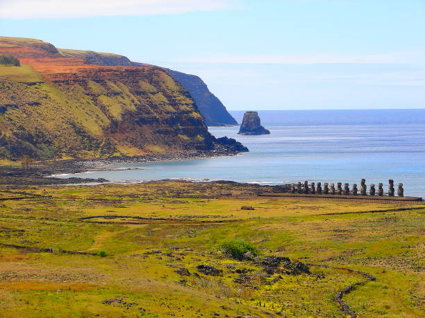 Impressive Easter Island - Rapa Nui ancient civilization -  Moai statues in Idyllic countryside and pacific ocean waves at coastline shore, dramatic landscape panorama – Chile:スマホ壁紙(壁紙.com)