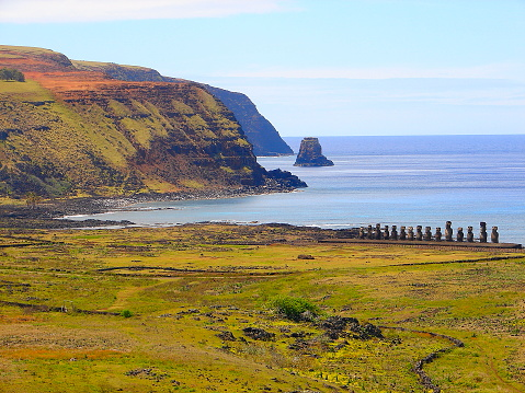 Ancient Civilization「Impressive Easter Island - Rapa Nui ancient civilization -  Moai statues in Idyllic countryside and pacific ocean waves at coastline shore, dramatic landscape panorama – Chile」:スマホ壁紙(8)