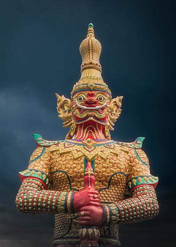 Demon - Fictional Character「Ornate demon statue under cloudy sky」:スマホ壁紙(18)