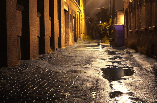 Housing Project「Urban Alleyway with Puddles at Night」:スマホ壁紙(13)