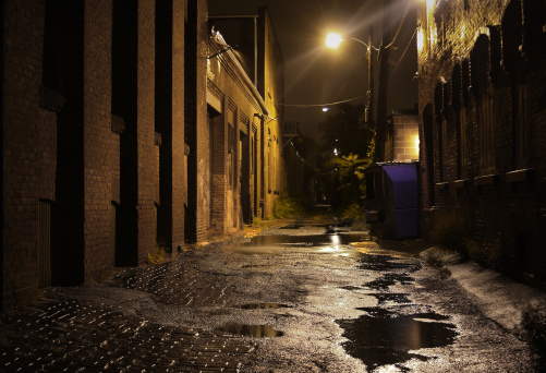 City Life「Urban Alleyway with Puddles at Night」:スマホ壁紙(7)