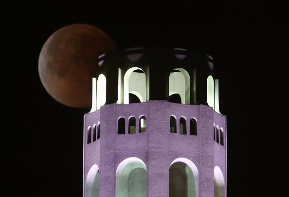 月「Rare 'Super Blue Blood Moon' Makes Appearance On U.S. West Coast」:写真・画像(14)[壁紙.com]