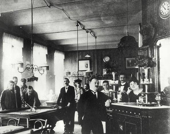 Home Showcase Interior「Suburbian Coffeehouse In Rudolfsheim. Vienna. About 1890. Photograph.」:写真・画像(18)[壁紙.com]