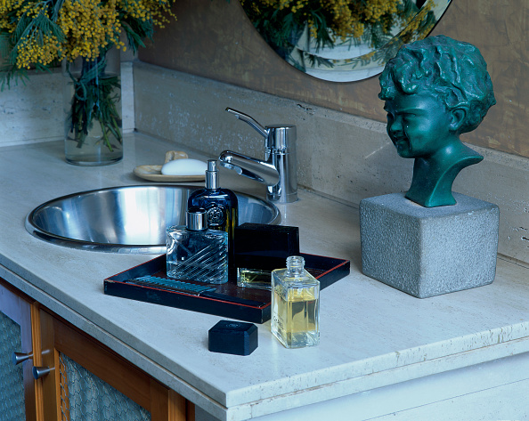 Bathroom「View of perfumes and bust near a sink」:写真・画像(4)[壁紙.com]