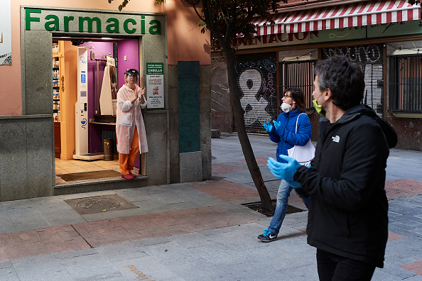 Paying「Spain Begins To Ease Lockdown As Coronavirus Infection Rate Slows」:写真・画像(10)[壁紙.com]