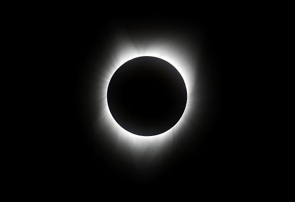 写真「Solar Eclipse Visible Across Swath Of U.S.」:写真・画像(1)[壁紙.com]