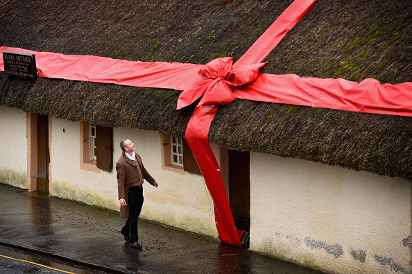 Tied Bow「Birthplace Of Robert Burns Wrapped In Bow」:写真・画像(8)[壁紙.com]