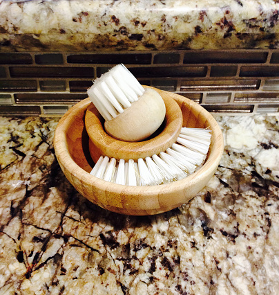 Insecticide「Vegetable brush and a mushroom brush in a wood bowl on a kitchen granite counter」:スマホ壁紙(17)
