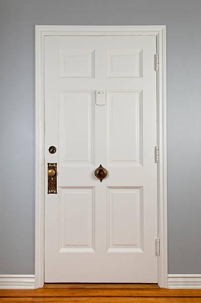 ホワイトの正面玄関:スマホ壁紙(壁紙.com)