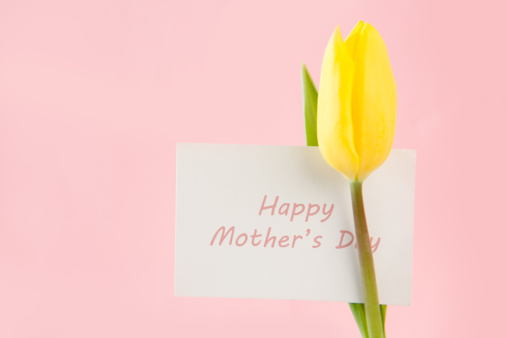 母の日「Beautiful yellow tulip with a Happy mothers day card」:スマホ壁紙(10)
