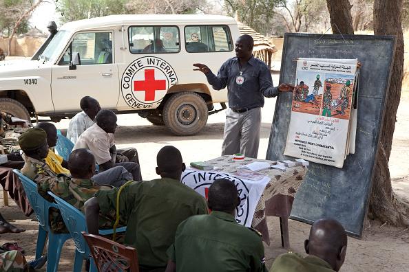 Tom Stoddart Archive「Red Cross Law Class」:写真・画像(12)[壁紙.com]