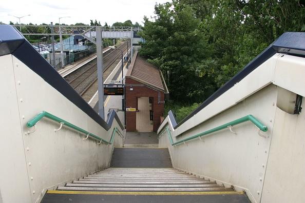 Footbridge「Platform access from the footbridge staircase at Marston Green station」:写真・画像(16)[壁紙.com]