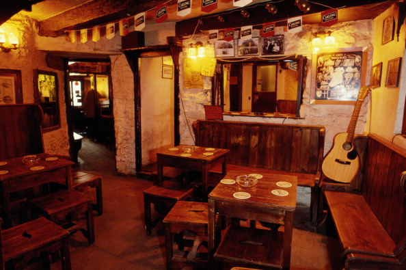 Table「Traditional Pub」:写真・画像(18)[壁紙.com]