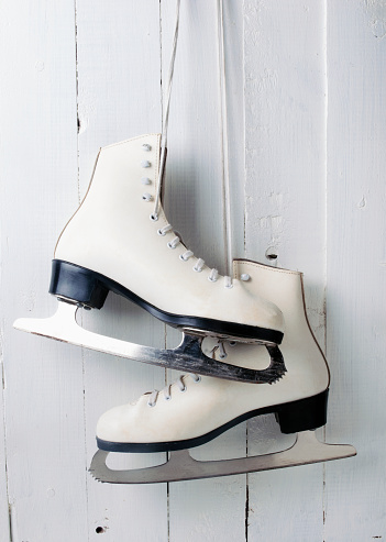 Ice Skate「Womens figure skates hanging」:スマホ壁紙(19)