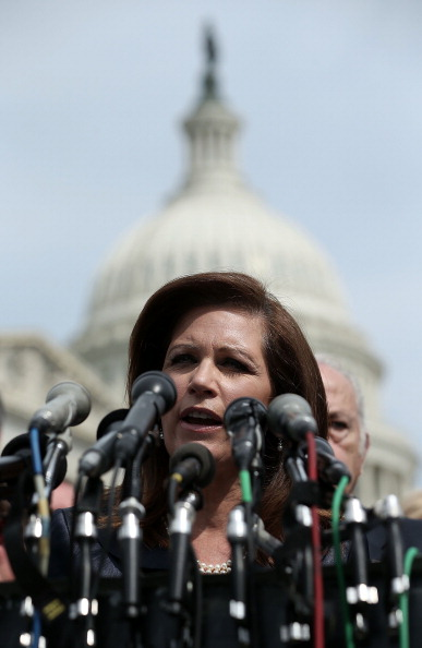 Alex Wong「Michelle Bachmann, Tea Party Leaders Hold News Conference On IRS Scandal」:写真・画像(11)[壁紙.com]