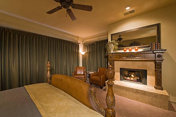 Bedroom interior with fireplace:スマホ壁紙(壁紙.com)