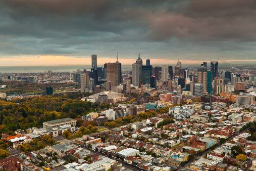 Melbourne - Australia「Aerial of inner suburbs and city skyline.」:スマホ壁紙(15)