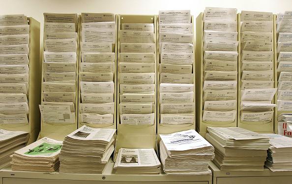 Form - Document「Tax Preparers Work Night Shift As Tax Deadline Nears」:写真・画像(2)[壁紙.com]