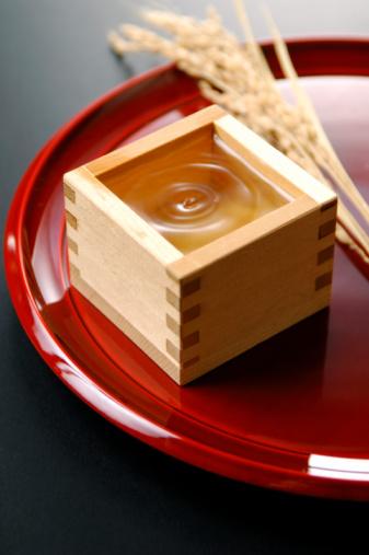 日本酒「Sake in small wooden box」:スマホ壁紙(17)