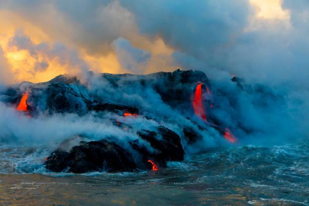 Lava Boat Tour, Kilauea Volcano, Hawaii Volcanoes National Park, Island of Hawaii, Hawaii, USA:スマホ壁紙(壁紙.com)