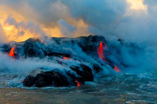 Active Volcano「Lava Boat Tour, Kilauea Volcano, Hawaii Volcanoes National Park, Island of Hawaii, Hawaii, USA」:スマホ壁紙(2)