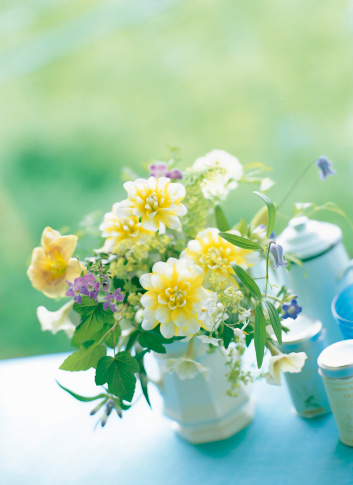 Gentian「Dahlia,gentian,clematis and lady's mantle in vase」:スマホ壁紙(17)