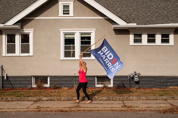 Minnesota「Supporters Of Joe Biden Celebrate Across The Country, After Major Networks Project Him Winning The Presidency」:写真・画像(15)[壁紙.com]