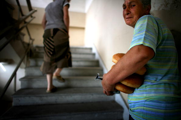 Loaf of Bread「IDPs Find Shelter In Tbilisi」:写真・画像(6)[壁紙.com]