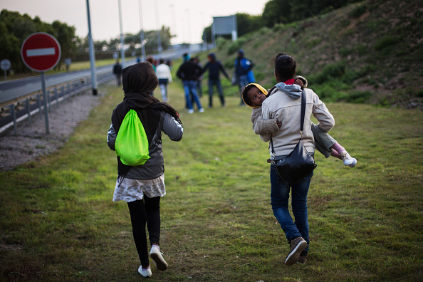 Calais「Calais Migrants Attempt To Find A Way To Reach The UK」:写真・画像(19)[壁紙.com]