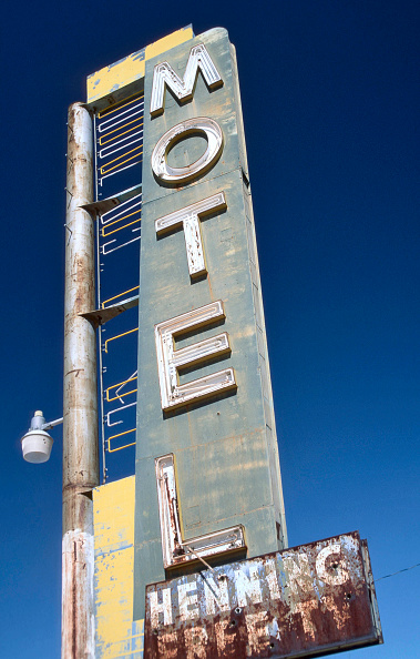 Motel「California, USA: Old, dilapidated Motel on Route 66 in Newberry Springs.」:写真・画像(6)[壁紙.com]