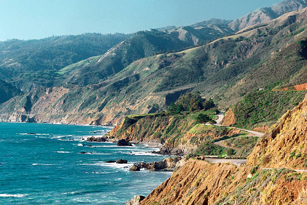 USA, California, Big Sur, Highway 1, Waves crashing on rocks:スマホ壁紙(壁紙.com)