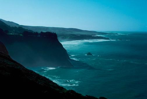 Big Sur「USA, California, Big Sur, Highway 1, Waves crashing on rocks」:スマホ壁紙(10)