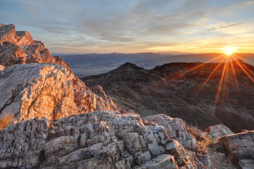Back Lit「USA, California, Death Valley National Park, Sunrise at Aguereberry Point」:スマホ壁紙(17)