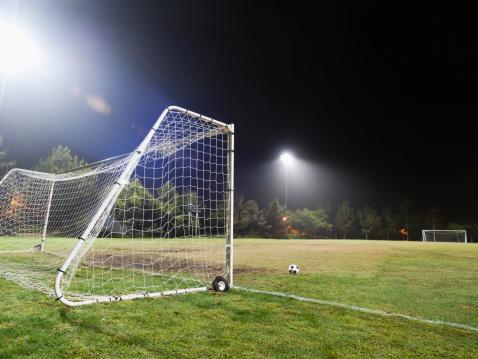Goal Post「USA, California, Ladera Ranch, illuminated soccer field at night」:スマホ壁紙(10)
